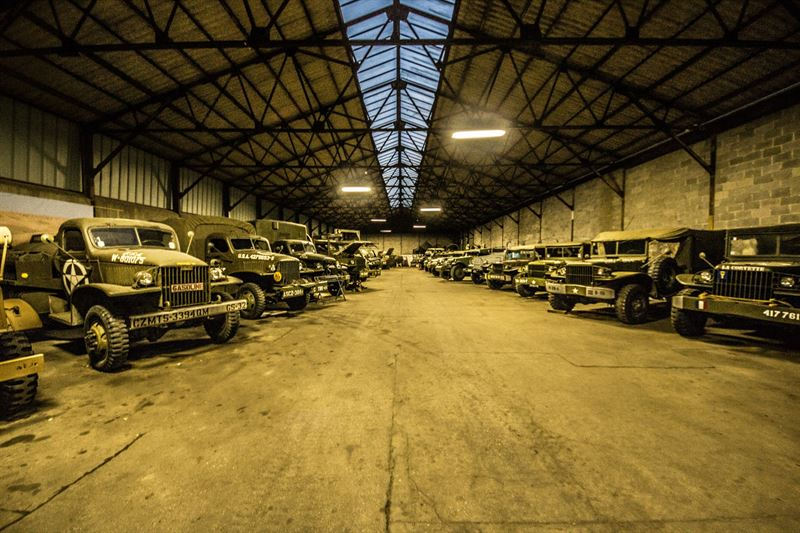 Hangar full of ww2 vehicles tanks and classic cars for Garage ww auto