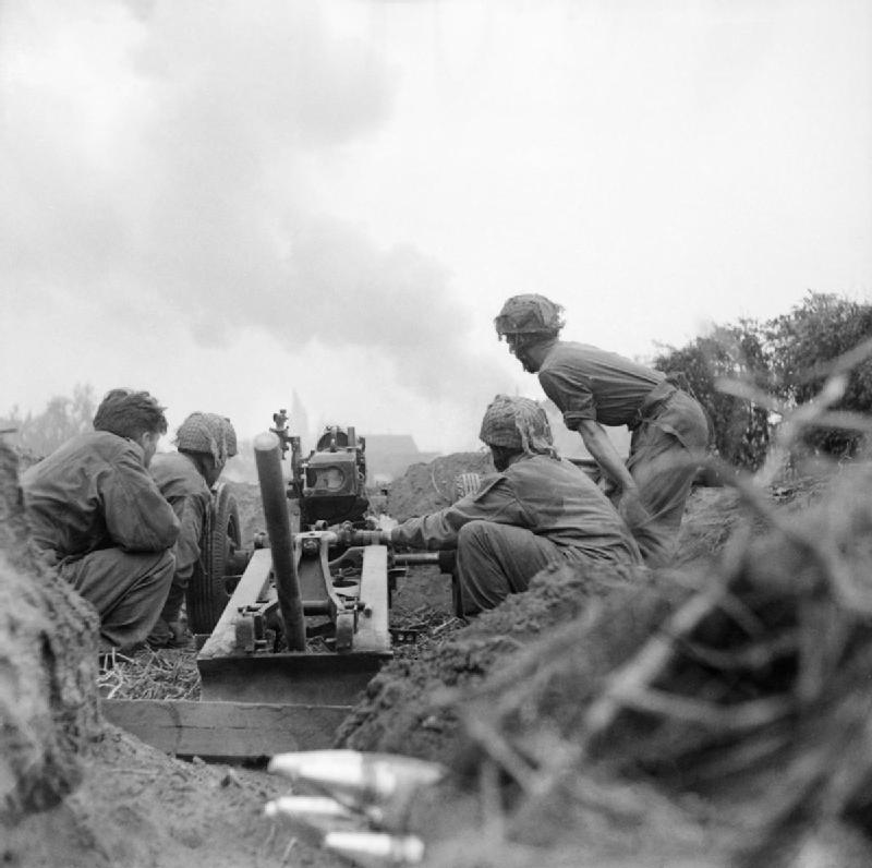 75mm howitzer of 'D' Troop, 2nd Battery, 1st Airlanding Light Regiment, 1st Airborne Division in the Oosterbeek perimeter, 20 September 1944.