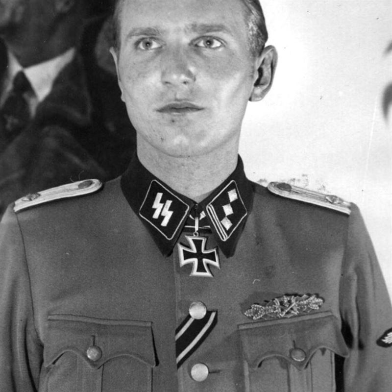 Sören Kam wearing the Knight's Cross.