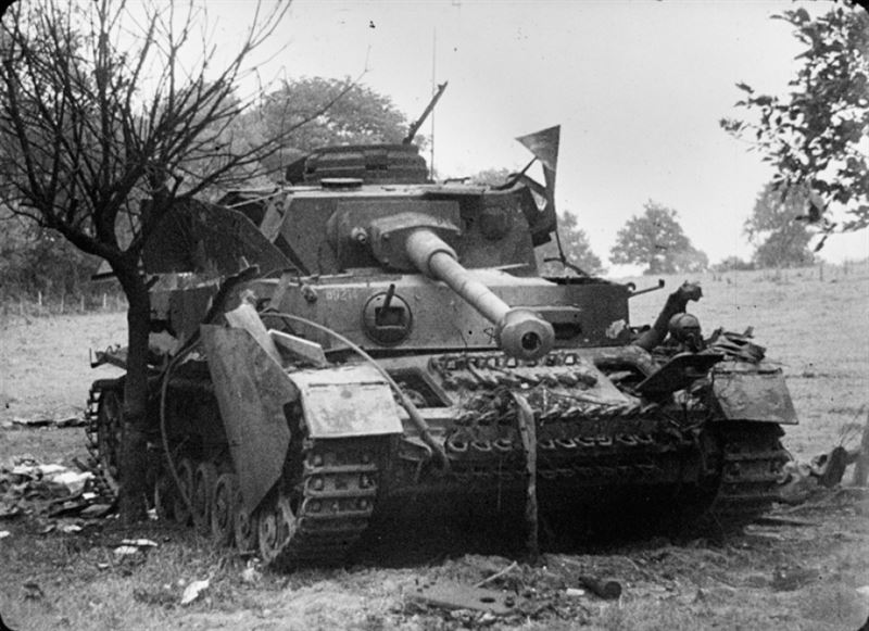 A knocked-out Panzerkampfwagen IV, August 1944. German panzer divisions had one battalion equipped with the Pzkpfw IV