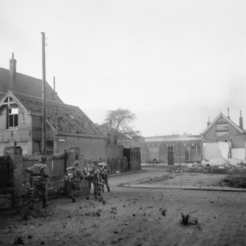 British assault troops landed on Walcheren at dawn on 1 November 1944 and most of Flushing was included in the first bridgehead. The landings were supported by fire from British warships. The object of the assault is to silence the enemy guns menacing the Scheldt passage to the port of Antwerp.
