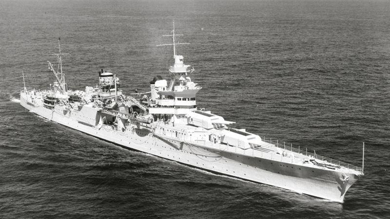 USS Indianapolis, starboard bow. (Credits: NARA)