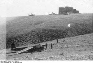Glider planes near Hotel Campo Imperatore. (Credits: Bundesarchiv - 101I-567-1503B-23 - Tony Schneiders)