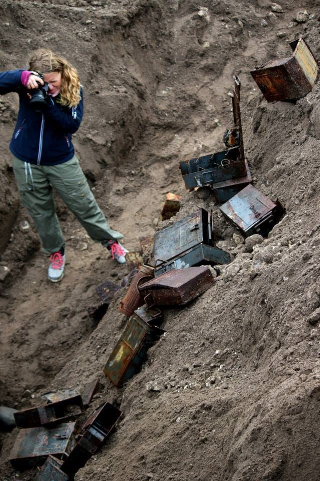 German Bunker excavated: Plenty of ammunition boxes, a cannister of a gas mask and more. (Credits: Frederik Rhoda)