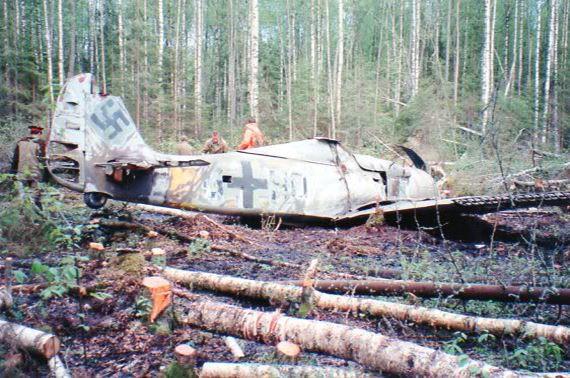 WATCH: FW190 found in a forest in Leningrad