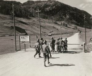 On the Austrian-Italian border at the Reissa Pass. A patrol of the 324th Inf. Regt. 44th Inf. Div., Seventh Army, links up with troops of the 101th Mt. Div., Fifth Army. They are rushing up to greet their comrades at the gates who were doing border patrol.