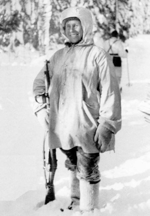 Simo Häyhä after being awarded with the honorary rifle model 28.