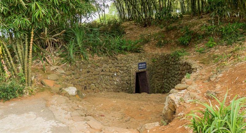 Tunnel entrance - vịnh mốc