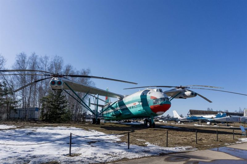 Central Air Force Museum -2- Helicopter Mil V-12