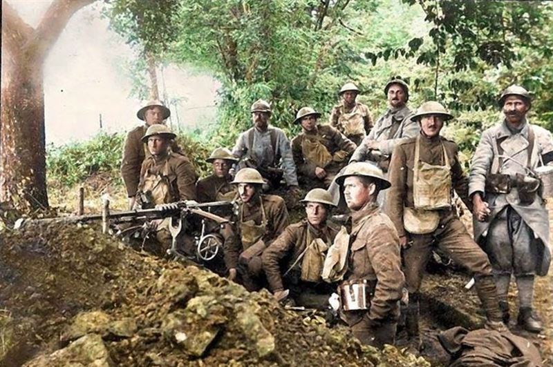Members of the 77th Co, 6th Machine Gun Battalion & French poilus near Belleau Wood.