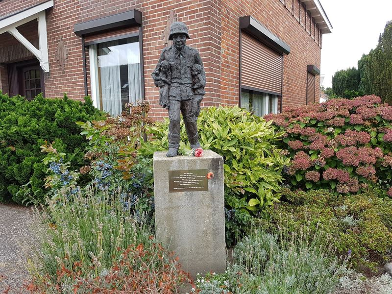 Statue - Memorial of Karl Heinz Rosch